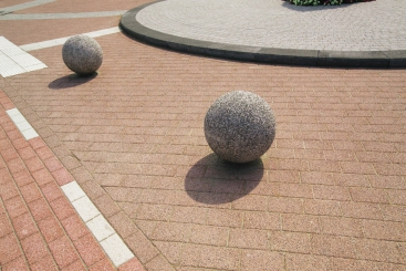 Poteaux et boules décoratifs